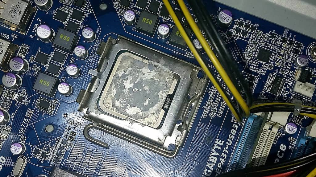 Can You Use Rubbing Alcohol to Remove CPU Thermal Paste?